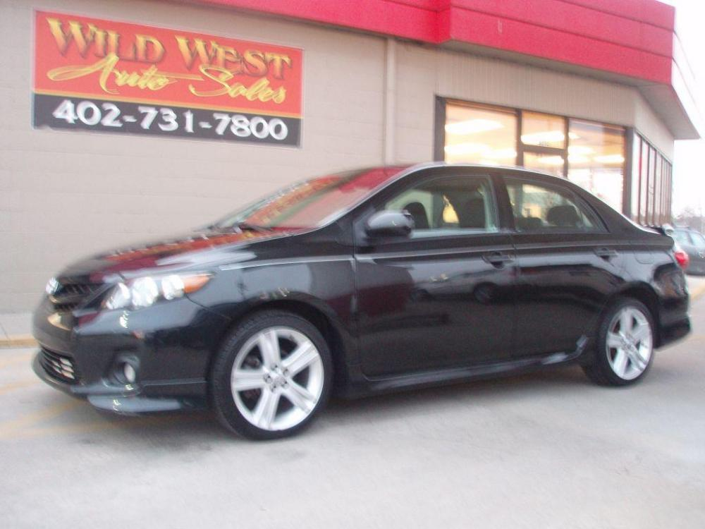 2013 BLACK TOYOTA COROLLA S (2T1BU4EE3DC) with an 1.8L engine, Automatic transmission, located at 6610 L St., Omaha, NE, 68117, (402) 731-7800, 41.212872, -96.014702 - Photo #0
